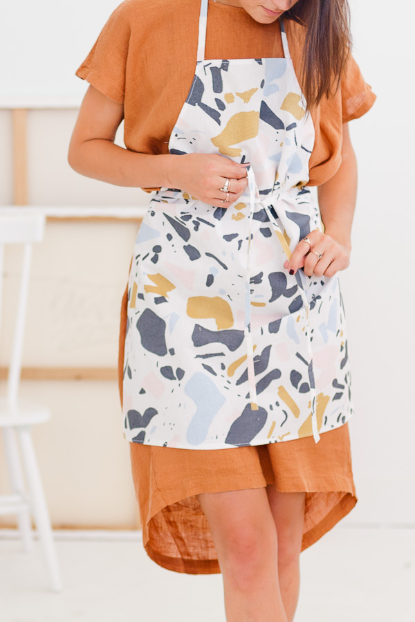 how-to-sew-apron-ten-minutes-sewing-tutorial
